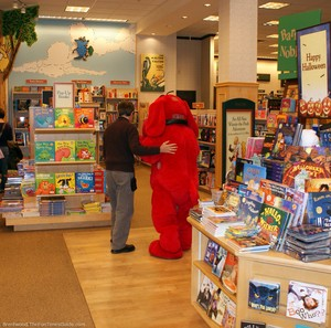 clifford-the-big-red-dog-bookstore.jpg