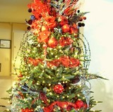 red-and-black-christmas-tree-ornaments.jpg