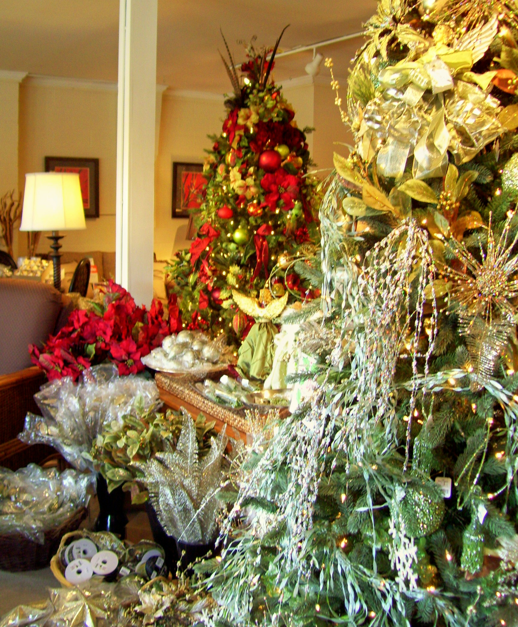 Describing beautiful christmas decorations - Christmas Tree Decorating In Nashville Jpg
