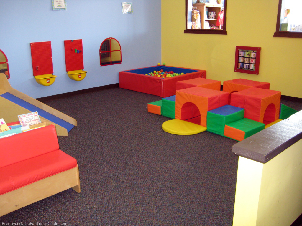 The monkey 39 s treehouse tons of fun for nashville kids for Play room for kids